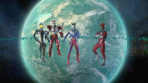 左からミラーナイト、ジャンボット、ウルトラマンゼロ、グレンファイヤーの4人(後のウルティメイトフォースゼロ)