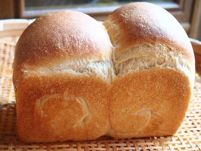 食パンとバニラクリーム3