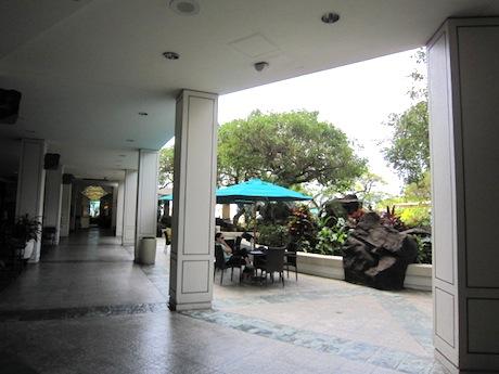 イリカイホテルの中庭