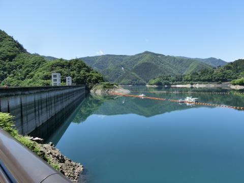 小河内ダム(奥多摩湖)