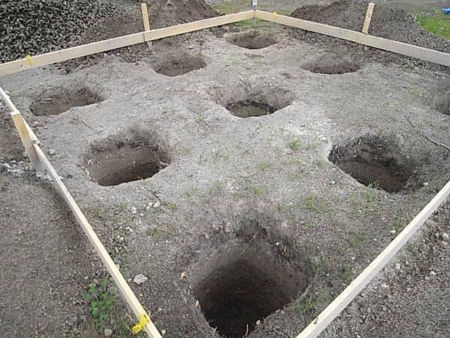 小屋基礎床穴1