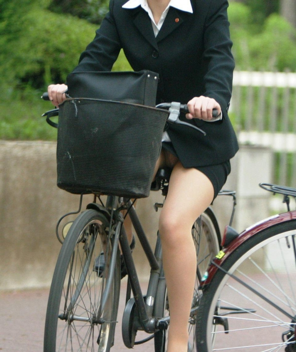 自転車パンチラ画像 13