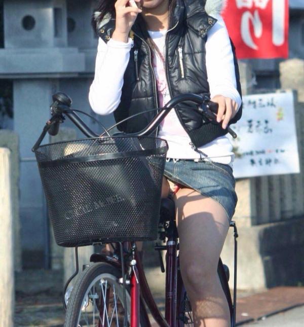 自転車パンチラ画像 16