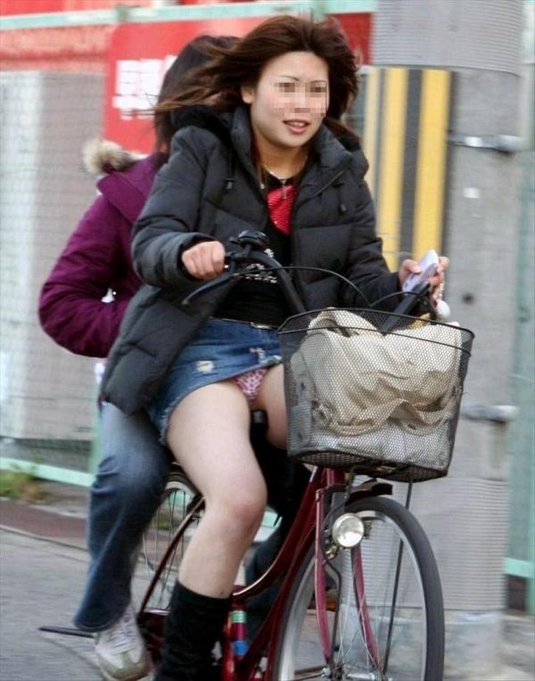 自転車パンチラ画像 26