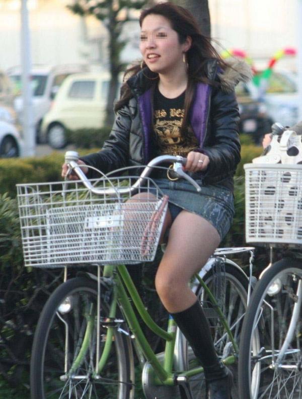 自転車パンチラ画像 29