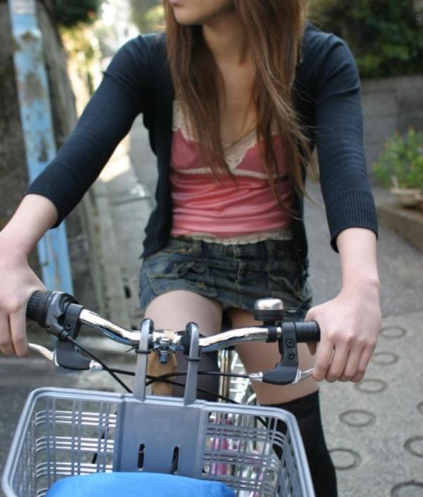 自転車パンチラ画像 30
