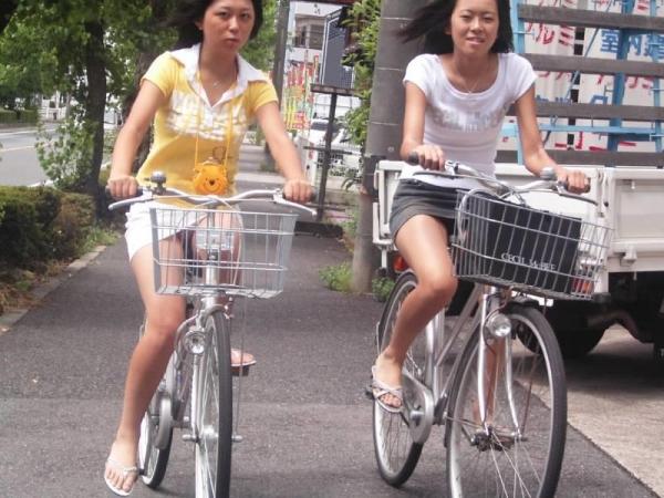 自転車パンチラ画像 31