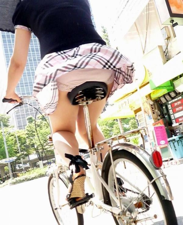 自転車パンチラ画像 37