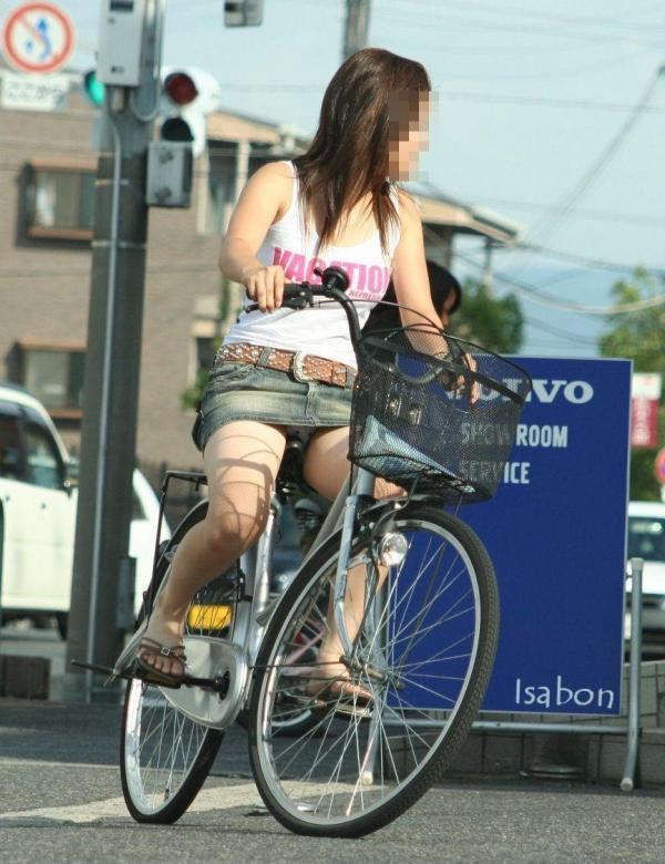 自転車パンチラ画像 38