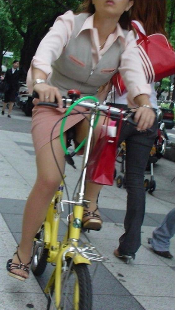 自転車パンチラ画像 40