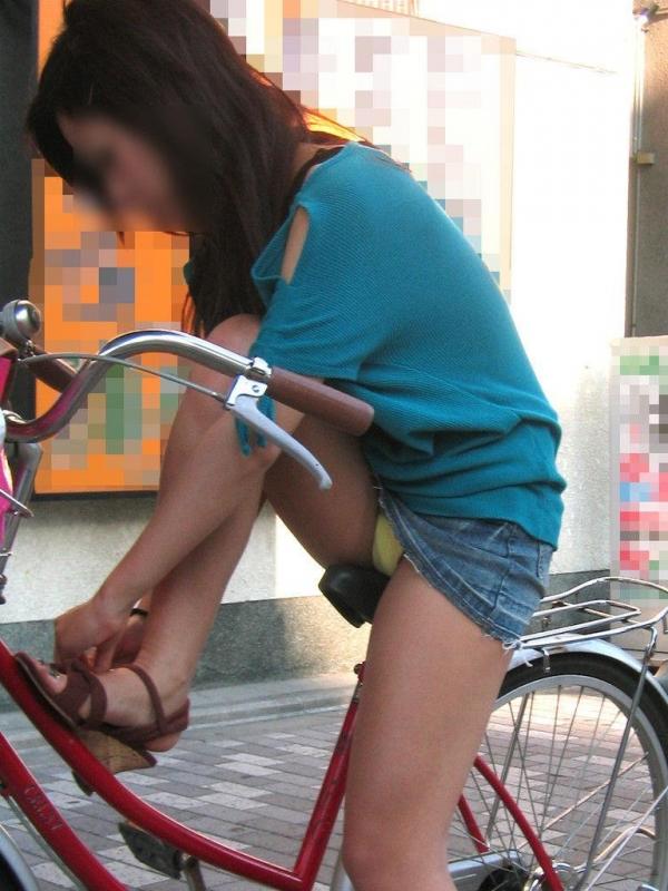 自転車パンチラ画像 42