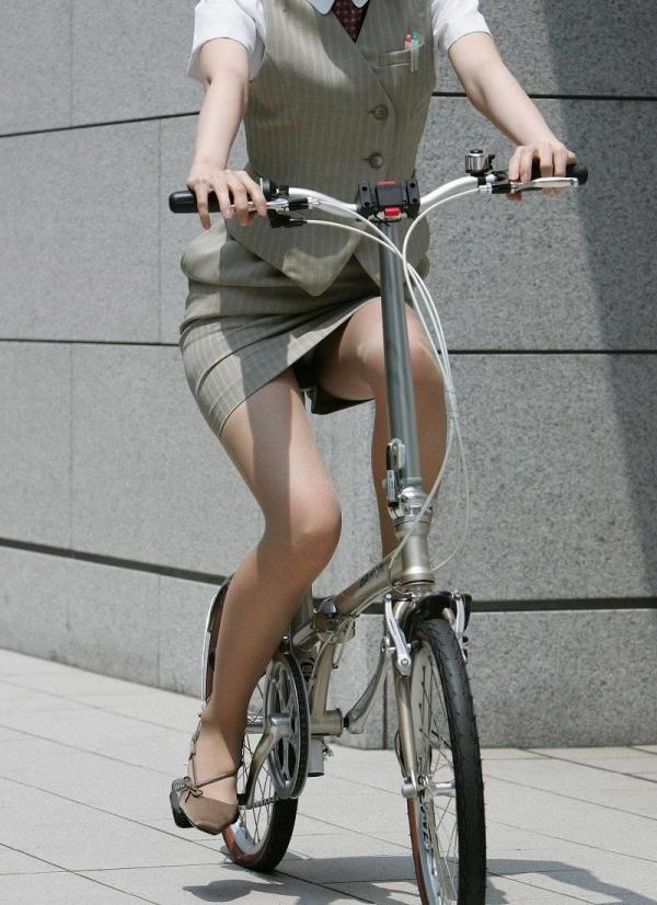 自転車パンチラ画像 43
