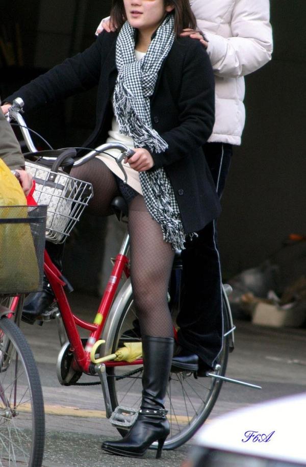 自転車パンチラ画像 46