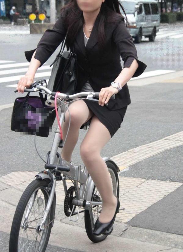 自転車パンチラ画像 47