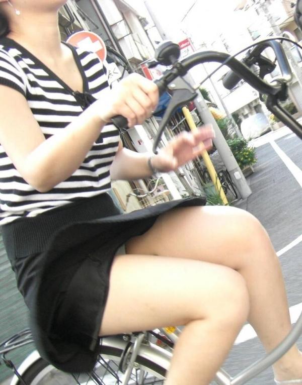 自転車パンチラ画像 49