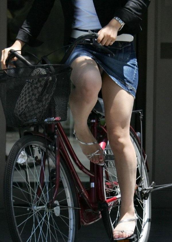自転車パンチラ画像 50