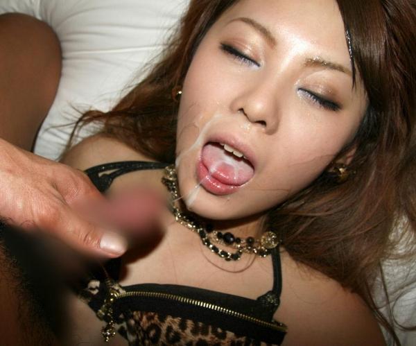 口内射精されて精液まみれになった女の顔wwwwwwww 写真30枚