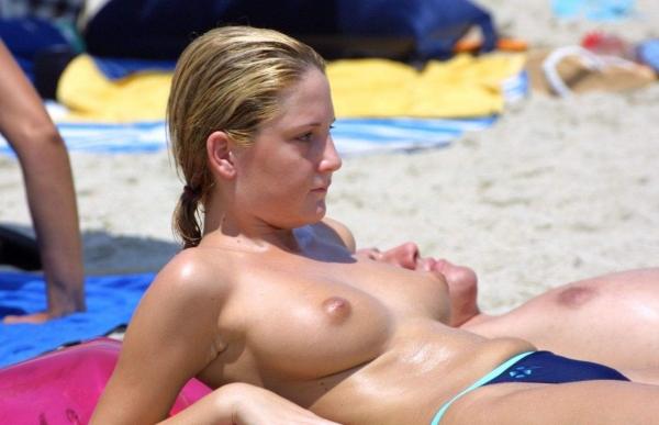 ヌーディストビーチ画像 1