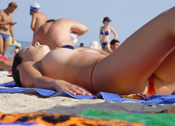 ヌーディストビーチ画像 9