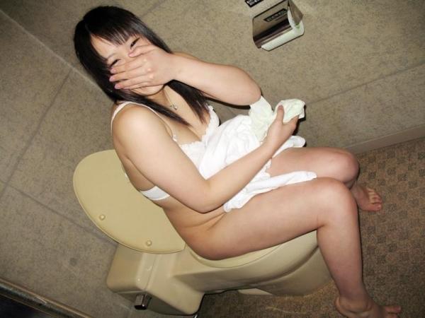 トイレ 放尿 画像 5