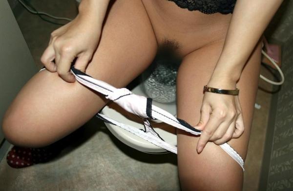 トイレ 放尿 画像 8