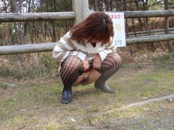 野外排尿画像 1