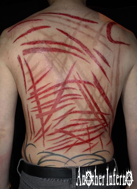 タトゥーガンスカリフィケーション 鞭跡 傷 名古屋 栄 身体改造