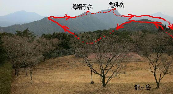 龍ヶ岳から縦走路を望む図