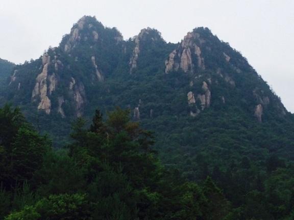 三倉岳全景