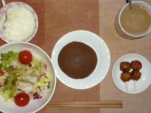 チョコパンケーキ,サラダ,つくね×2,ヨーグルト,コーヒー