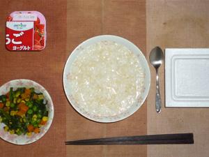 玄米粥,納豆,ほうれん草とミックスベジタブルのソテー,ヨーグルト