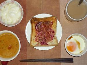 ブルーベリージャムトースト,トマトスープ,目玉焼き,オリゴ糖入りヨーグルト,コーヒー