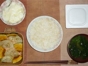 玄米粥,納豆,玉葱とカボチャのオーブン焼き,ほうれん草のおみそ汁,オリゴ糖入りヨーグルト