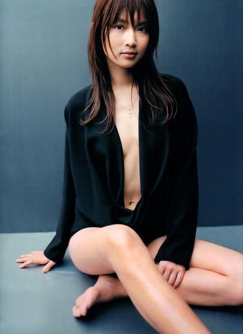 際どい服を着た長谷川京子