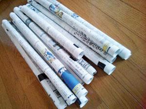 新聞紙を丸める