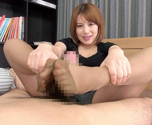 ナチュラルパンストが良く似合うエロ姉さんの足コキでイクの脚フェチDVD画像4