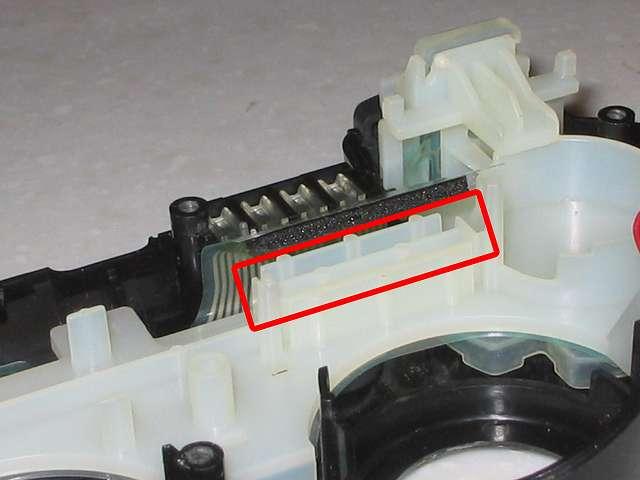 DS3 Dualshock3 デュアルショック3 Wireless Controller Black CECHZC2J A1 誤作動対策(Random Button Error Fix)、取り外したフレキシブル基板の接点シートの下の長方形のプラスチック枠 別角度から