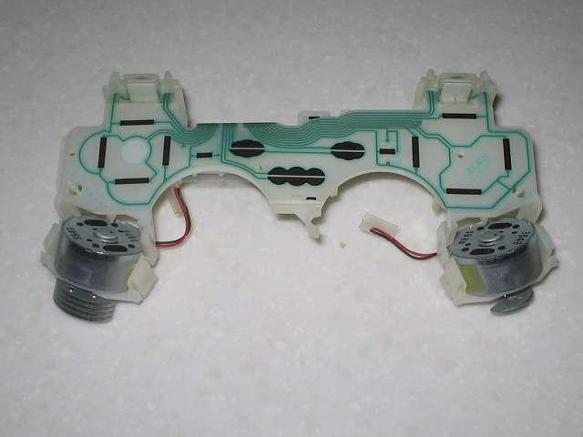 DS3 Dualshock3 デュアルショック3 Wireless Controller Black CECHZC2J A1 を分解して基板固定用白いプラスチック台座に絶縁処理した振動モーターを取り付け