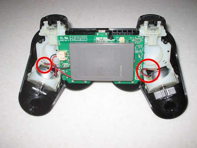 DS3 Dualshock3 デュアルショック3 Wireless Controller Black CECHZC2J A1 絶縁処理した振動バッテリーのリード線を適当な場所に押し込む