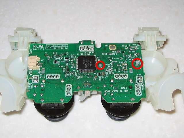 DS3 Dualshock3 デュアルショック3 Wireless Controller Black CECHZC2J A1 組み立て作業、フレキシブル基板+基板固定用白いプラスチック台座と電子回路基板を赤丸の位置にセットした後