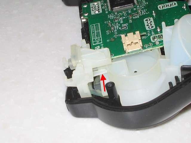 DS3 Dualshock3 デュアルショック3 Wireless Controller Black CECHZC2J A1 組み立て作業、L1・R2 ボタン取り付けのため L1・R2 ボタン裏の基板固定用白いプラスチック台座の位置を画像のように調整する