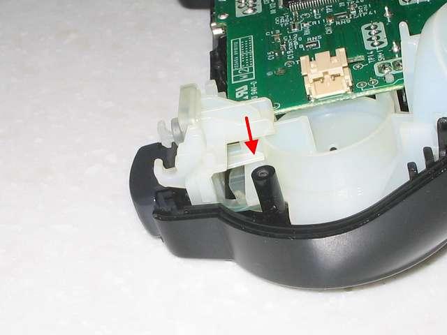 DS3 Dualshock3 デュアルショック3 Wireless Controller Black CECHZC2J A1 組み立て作業、L1・R2 ボタン取り付け後、L1・R2 ボタンが取れないようにするため基板固定用白いプラスチック台座の位置を画像のように調整する