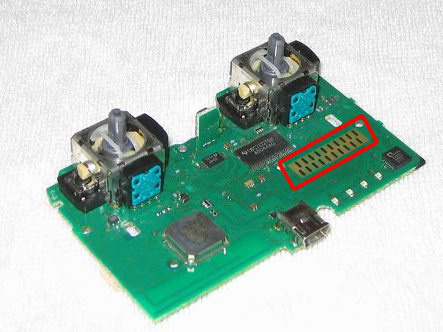 DS3 Dualshock3 デュアルショック3 Wireless Controller Black CECHZC2J A1 クリーニング作業、電子回路基板の接点部分(赤丸箇所)を綿棒と無水エタノールを使ってきれいにする