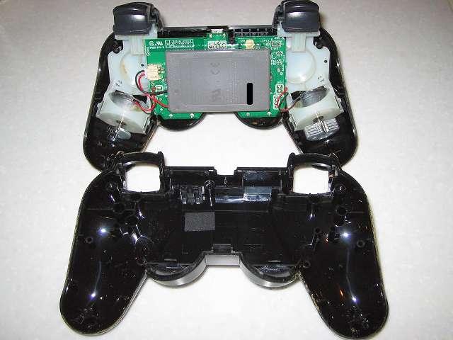 DS3 Dualshock3 デュアルショック3 Wireless Controller Black CECHZC2J A1 分解作業、コントローラー本体下部プラスチックカバーをコントローラー本体から取り外した後