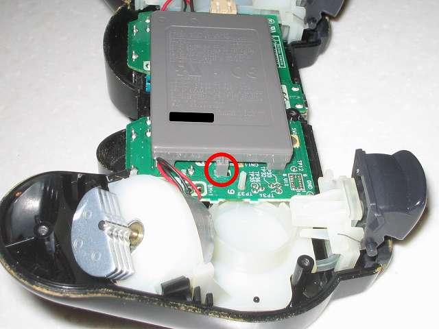 DS3 Dualshock3 デュアルショック3 Wireless Controller Black CECHZC2J A1 分解作業、リチウムイオンバッテリー取り外し作業 電子回路基板と接続しているバッテリーのツメの部分