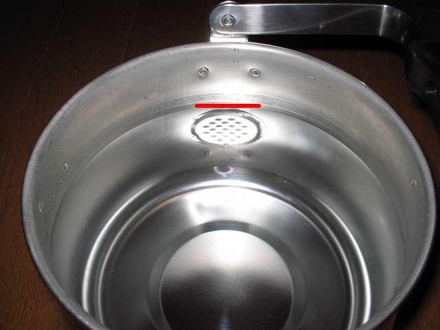 エルマース ステンレス製 広口 ケットル 3.2L H-2042 に水を沸かせる適正容量 2.2Lを入れた時の本体内部