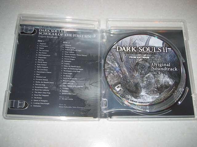 PC 用 DirectX 11 対応版 DARK SOULS II SCHOLAR OF FIRST SIN (数量限定特典同梱) パッケージ版 2 枚組オリジナルサウンドトラック CD ケースを開けたところ、ケース内左側にあった Special Map (特製地図ポスター) を取り出したところ