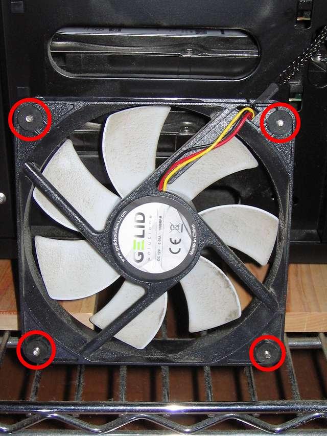 Antec Three Hundred Two AB 振動対策 PCケースフロントファン GELID Silent12 Ainex 防振ゴムワッシャー MA-024 を追加で取り付け(上段側)