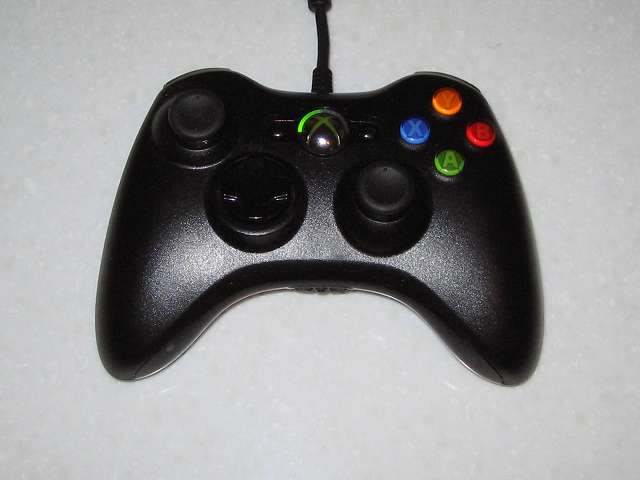 Xbox 360 コントローラー(ブラック)の十字キー改造のため分解してみました