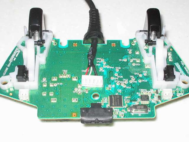 Microsoft Xbox360 有線コントローラー Xbox 360 Controller for Windows リキッド ブラック 52A-00006 分解作業、コントローラー本体から取り外した電子回路基板 トリガー側
